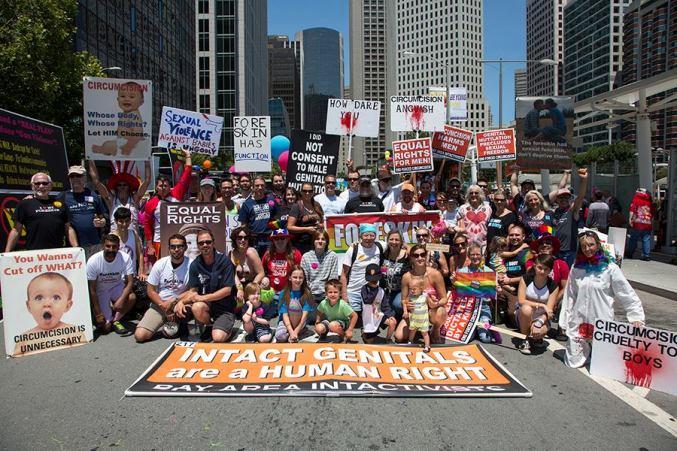 """בתמונות: הפגנות בחו""""ל נגד מילת ילדים - בקרוב גם בישראל"""